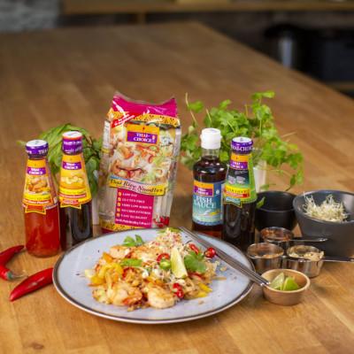 Pad Thai riisinuudlid taipäraselt kanaga