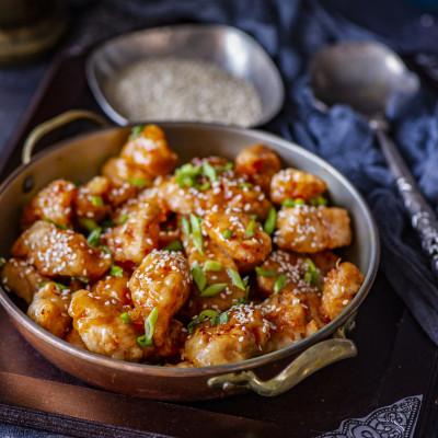 Krõbedas tempura paneeringus kana magusas tšillikastmes